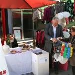 Cáritas recoge juguetes en mercado semanal