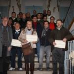 Los alumnos del curso de poda reciben sus diplomas