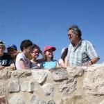 Alumnos del IES Alquipir aprenden los secretos de la arqueología en el yacimiento de Begastri