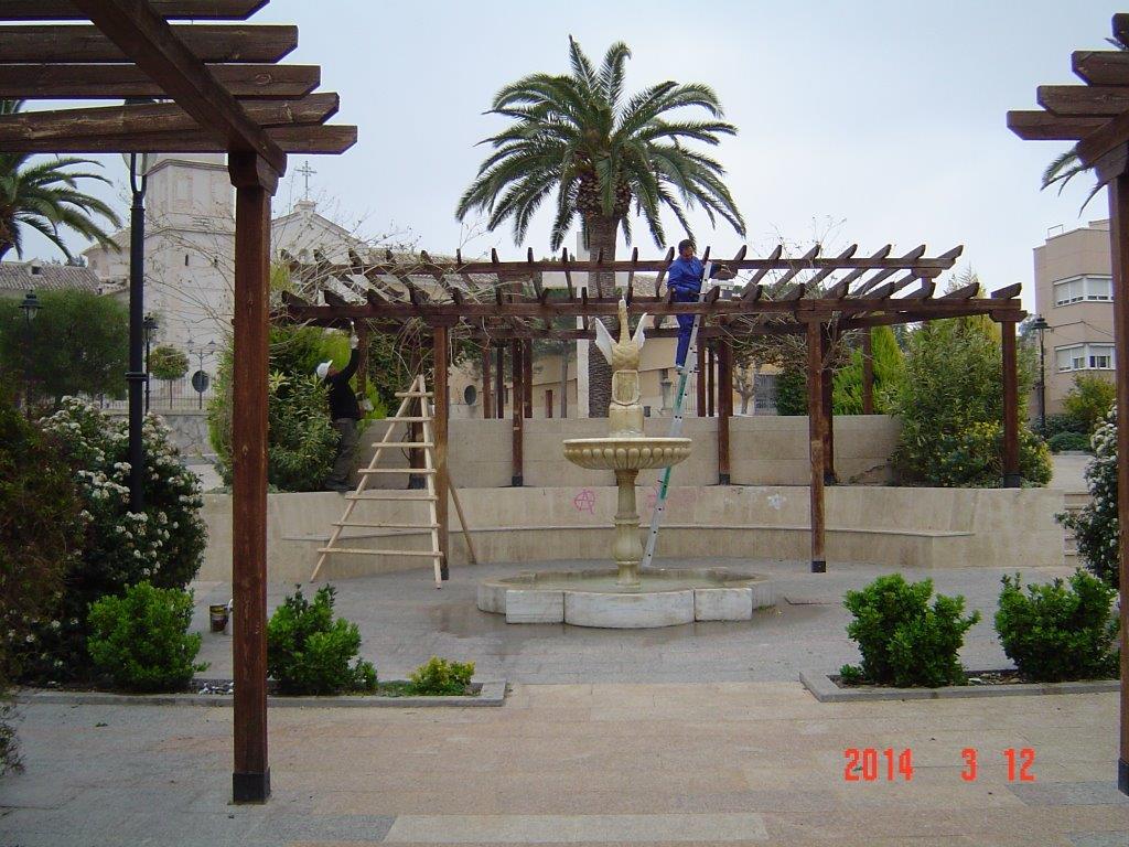 Obras y servicios realiza labores de mantenimiento y for Mantenimiento parques y jardines